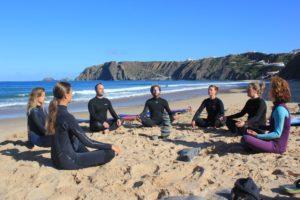 retreat strand meditatie
